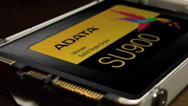 چگونگی نصب یک SSD در PS4 Pro SSD نوبت به پیچ کردن SSD