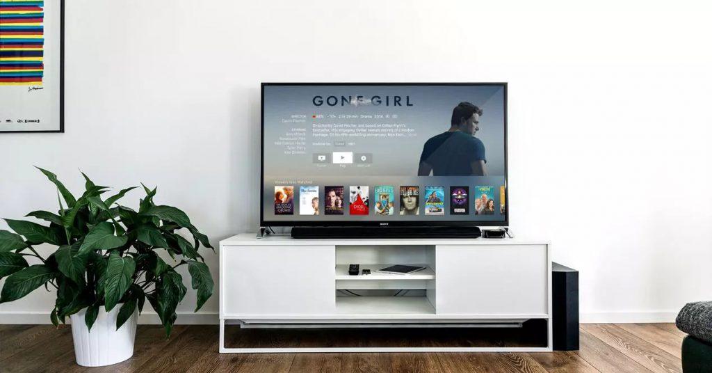ست تلویزیون در پذیرایی
