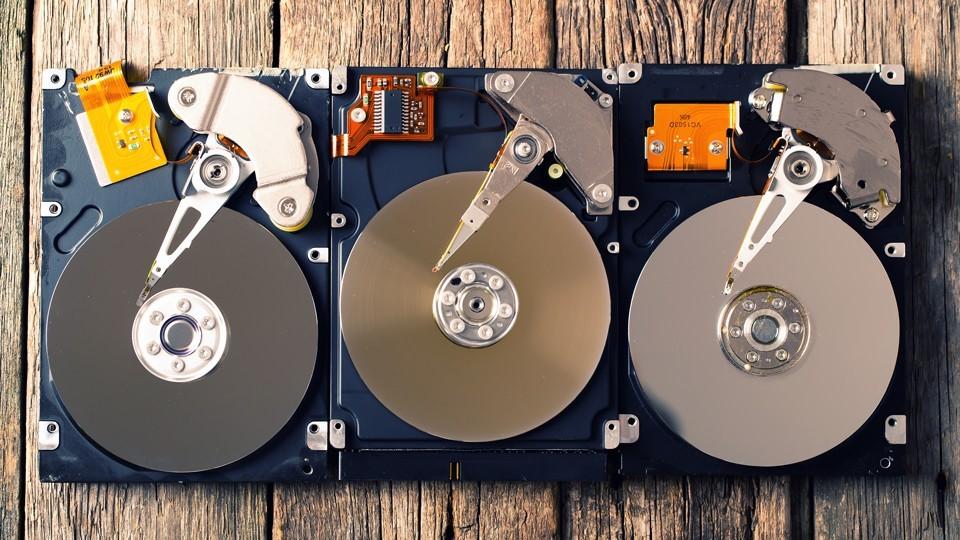 سه هارد دیسک باز شده کنار هم